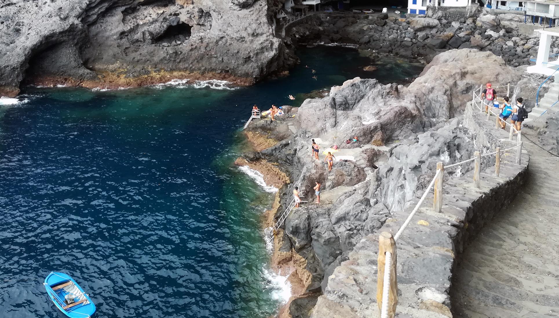 La cueva de Candelaria o proìs de Tijarafe: un pueblo en una cueva