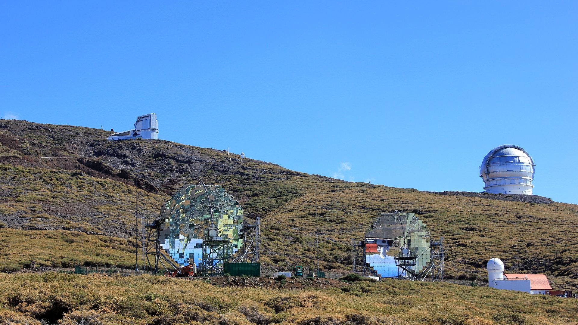 La isla de La Palma ha obtenido durante años el certificado de destino turístico Starlight (una iniciativa respaldada por la Organización Mundial del Turismo de la OMT), un sistema creado con el objetivo de fomentar, a nivel mundial, el desarrollo de la calidad de la experiencia turística y protección del cielo nocturno. El certificado tiene como objetivo garantizar la oportunidad de disfrutar de la vista de las estrellas y descubrir los valores científicos, culturales, naturales y paisajísticos asociados. Recordemos que desde 1983 La Palma ha sido Reserva Mundial de la Biosfera de la UNESCO.